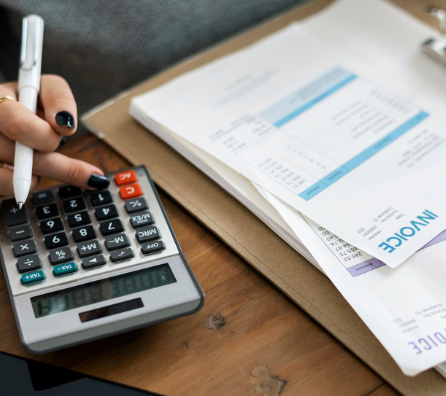 What should one know before issuing a GST compliant tax invoice?